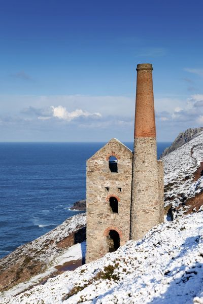 DAC-518. Wheal Coates - engine house in winter snow
