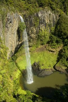 landscapes/bridal veil falls water rushes jet steep ledge