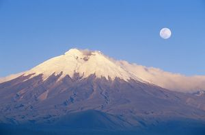 ECUADOR - Cotopaxi, seen from the west, with full moon