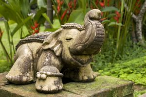 TD-1886 Thailand - Stone sculpture of an elephant at the entrance to a hotel in northern