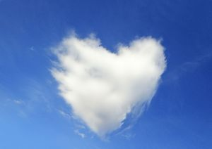 USH-3237-M Heart-shaped Cloud